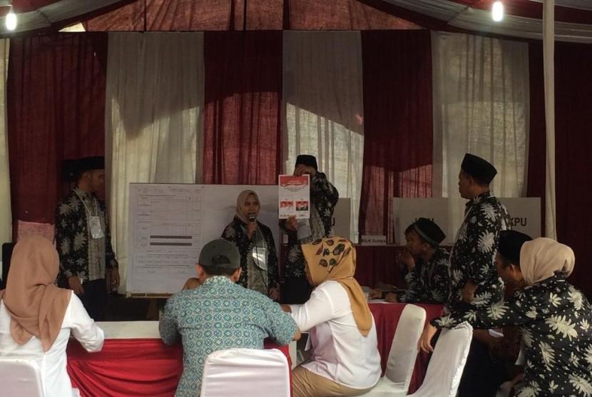 Proses penghitungan suara di TPS 62 Kebagusan, Jakarta Selatan.