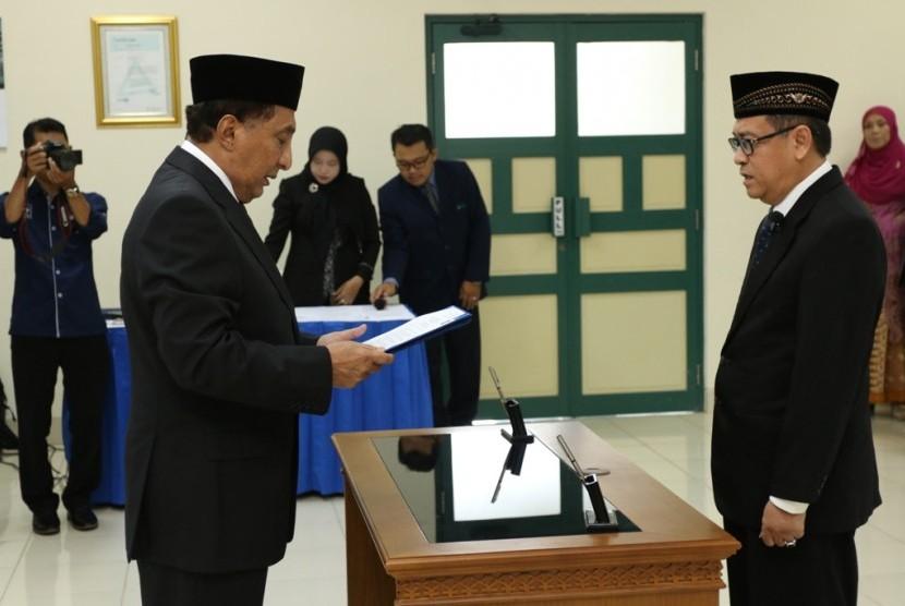 Prosesi pelantikan Nandang Sutrisno sebagai rektor UII.