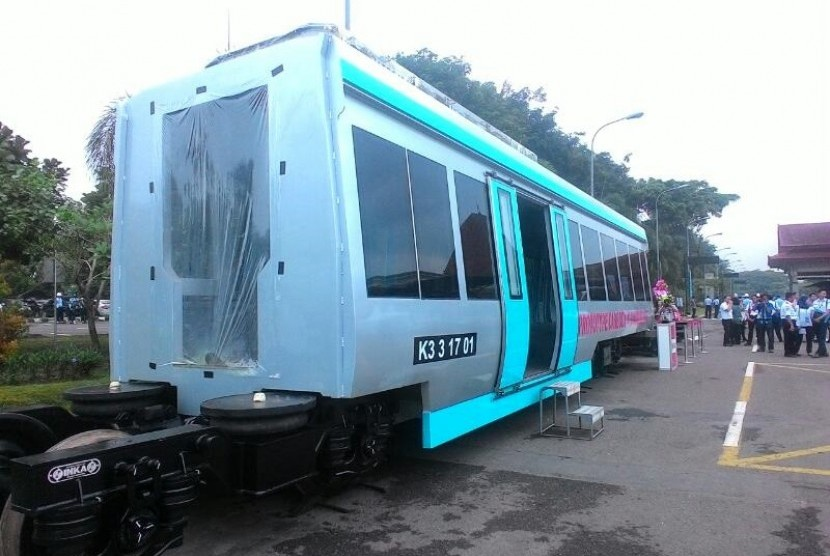 Prototipe kereta penghubung Bandara Adi Soemarmo-Stasiun Solo Balapan.