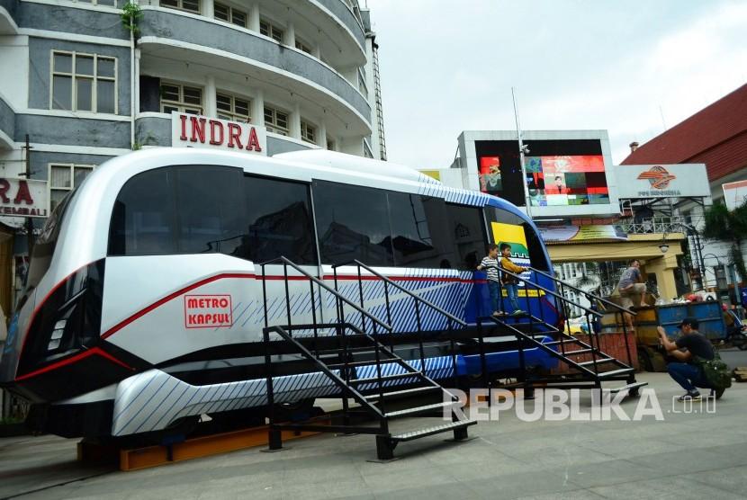 Prototipe Light Rail Transit (LRT) Metro Kapsul Bandung, salah satu transportasi massal yang digadang-gadang juga akan ada di Bandung.