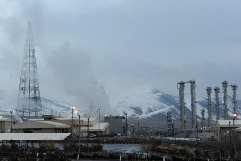 Proyek reaktor nuklir Arak di Iran.