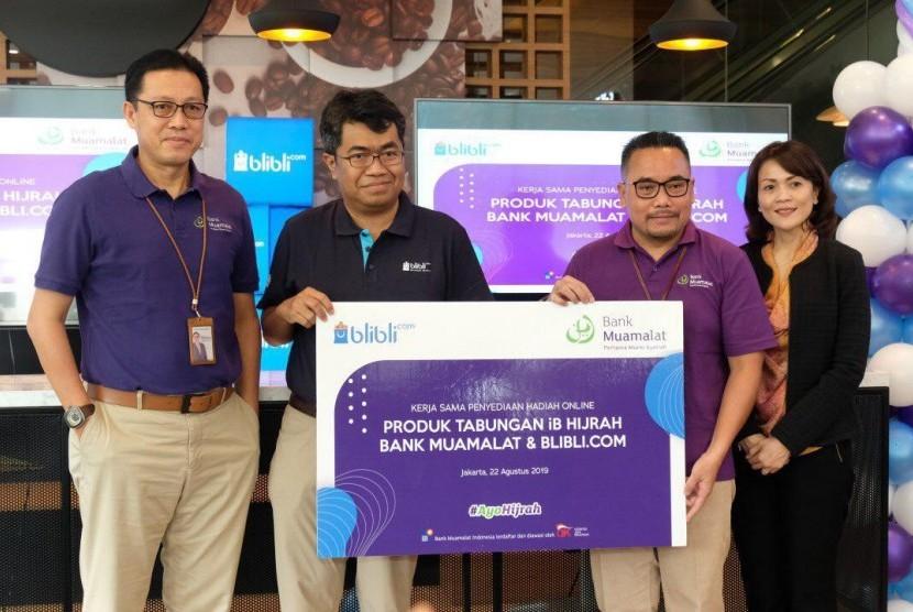 PT Bank Muamalat Indonesia Tbk menjalin kerja sama dengan Blibli.com terkait Penyediaan Hadiah Tabungan Berbasis Online di Muamalat Tower, Jakarta, Kamis (22/8).