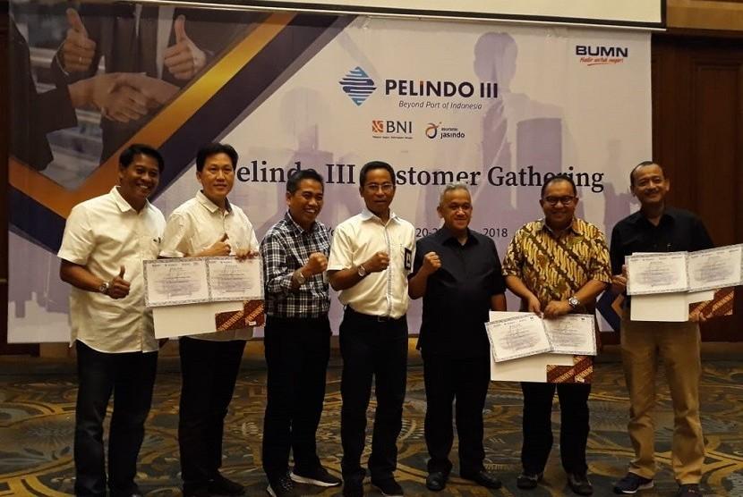 PT Bank Negara Indonesia (Persero) Tbk (BNI) bersama PT Pelabuhan Indonesia III (Persero) (Pelindo III) mengembangkan kerja sama Port Service Financing.
