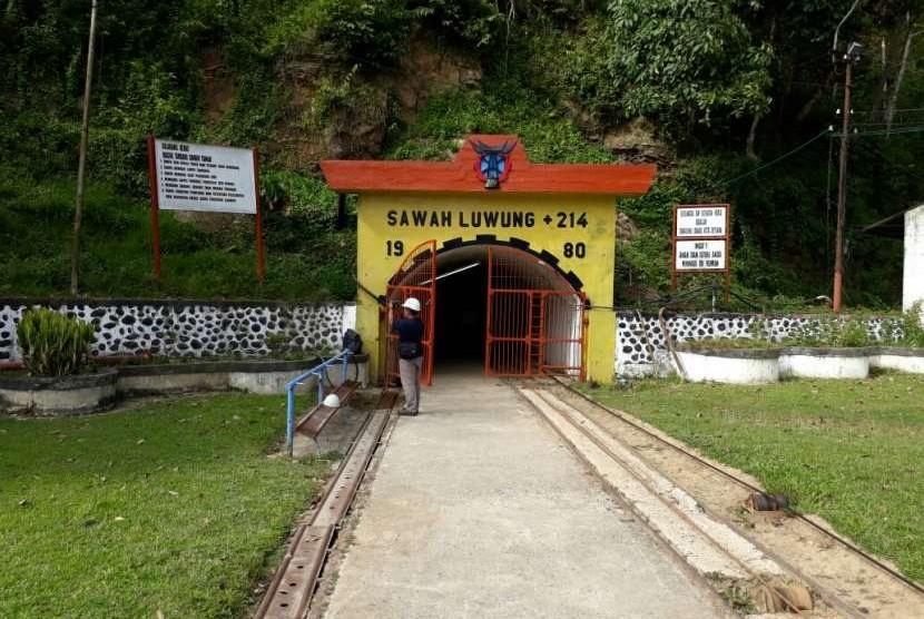 PT Bukit Asam Tbk dan Pemkot Sawahlunto, Sumatra Barat berencana membuka lubang tambang baru untuk destinasi wisata. Lubang-lubang tambang yang dikelola PTBA memang tak lagi beroperasi menyusul biaya produksi batu bara yang tak lagi ekonomis bagi perusahaan.