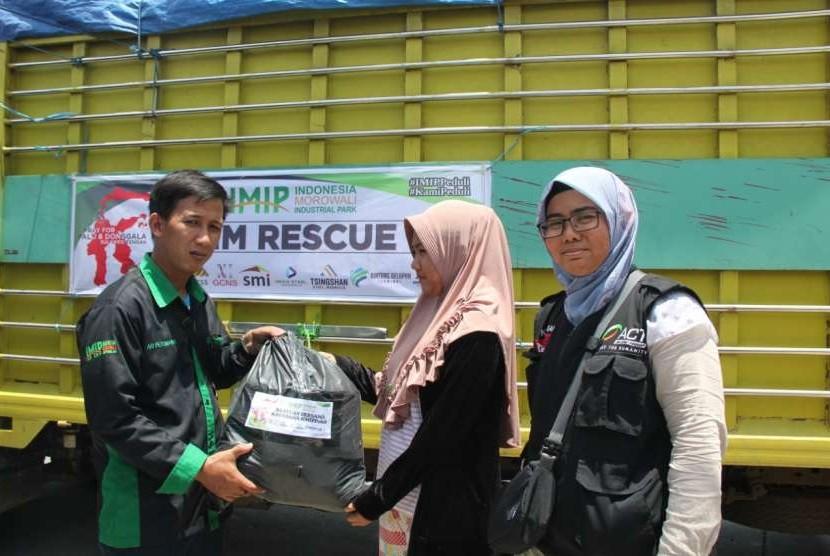 PT IMIP menyalurkan bantuan untuk korban gempa Palu melalui ACT.