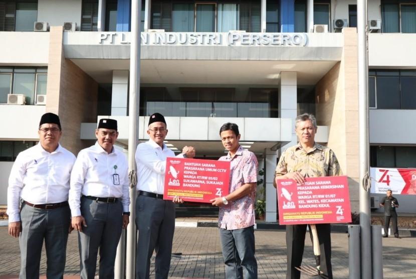 PT Len memberikan bantuan CSR kepada dua RT. Yakni RT 5/ RW 2 Sukawarna, Sarijadi Bandung. Bantuan, berbentuk pengadaan CCTV.