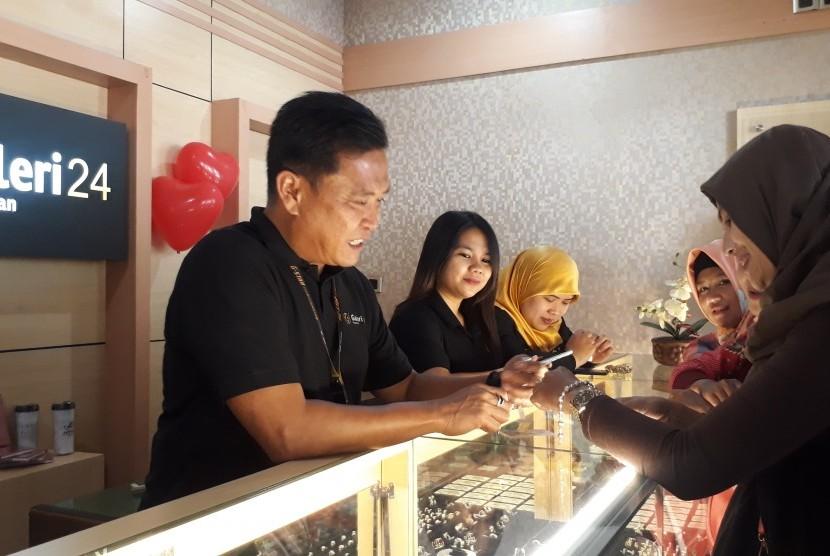 PT Pegadaian resmi meluncurkan Pegadaian Galeri24 di Kota Bandung, Jumat (22/2). Galeri24 menjadi pengembangan bisnis perdagangan emas.