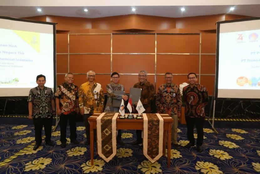 PT Perusahaan Gas Negara Tbk (PGN) dan PT Trans Pacific Petrochemical Indotama (TPPI) memulai kerja sama yang saling menguntungkan melalui penandatanganan Pokok Pokok Kerja Sama atau HOA (Heads of Agreement).