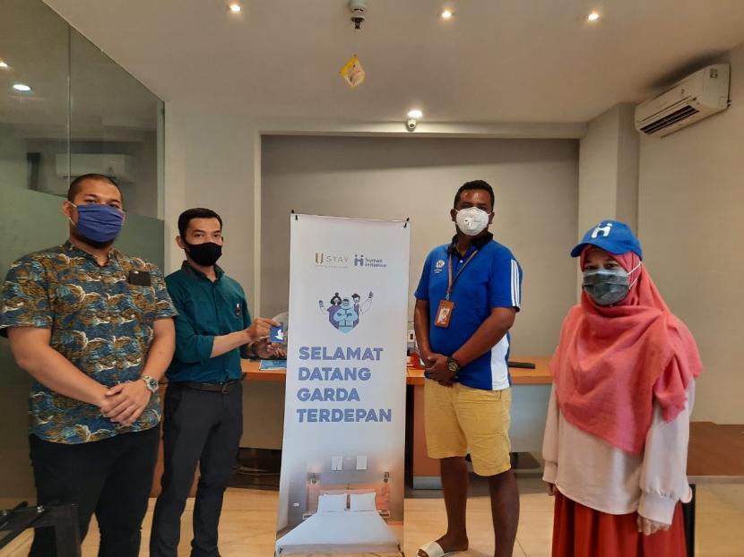 PT Sabika Hotel Indonesia (USTAY HOTEL) dengan gerakan sosialnya yakni U.Stay Peduli, bersama dengan Human Initiative membantu tenaga medis melalui program penginapan gratis dan memberi paket lebaran.