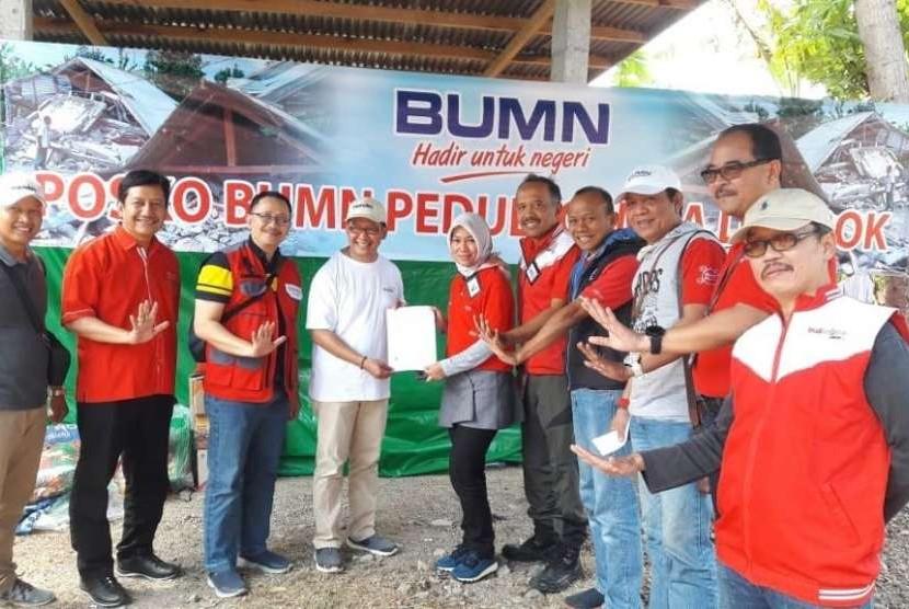 PT Telkom Indonesia (Persero) Tbk (Telkom) bersama sejumlah BUMN menyerahkan bantuan kepada masyarakat yang terkena dampak bencana gempa Lombok.