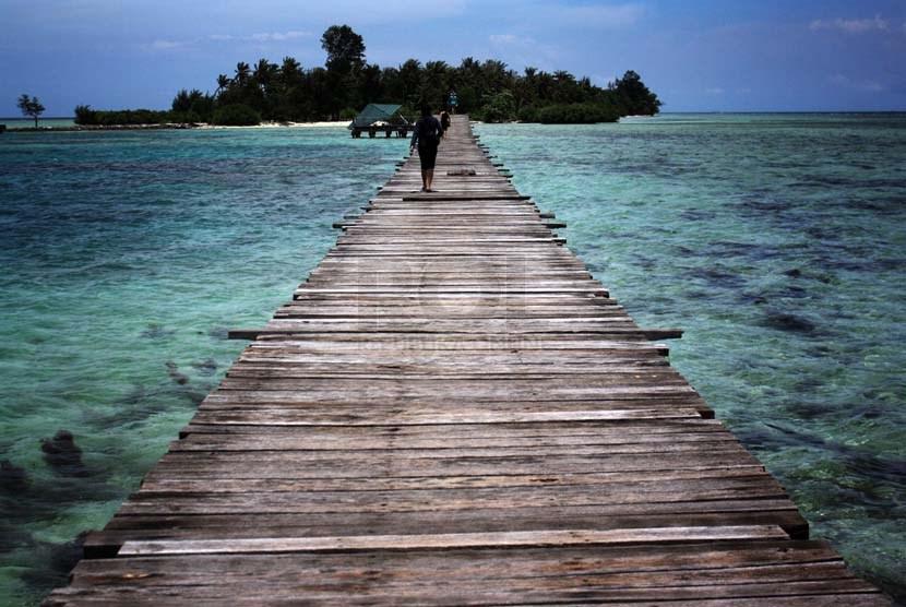 Pulau Tidung salah satu destinasi wisata yang sering dikunjungi oleh wisatawan domestik maupun luar negeri.     (foto : Wisnu Aji)
