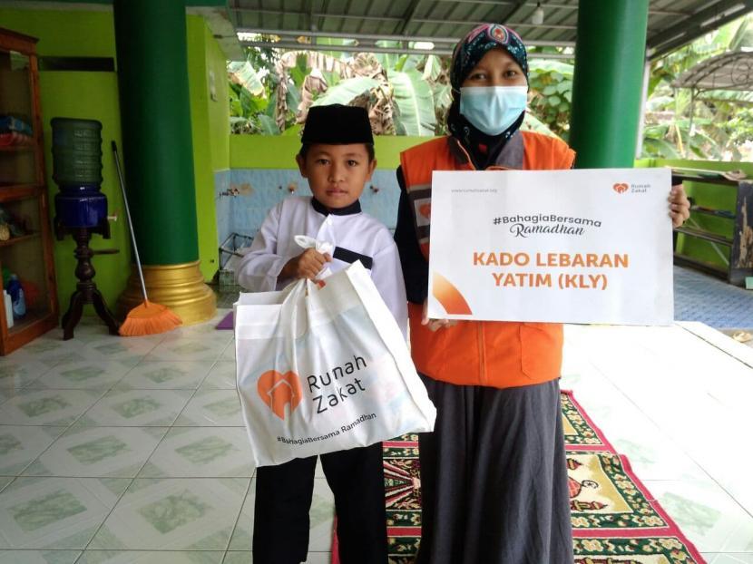 Rumah Zakat Berikan Rizki Kado Lebaran