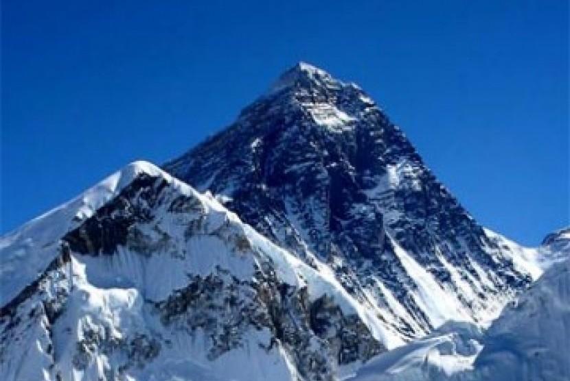 Ketinggian Gunung Everest yang Masih Diperdebatkan | Republika Online
