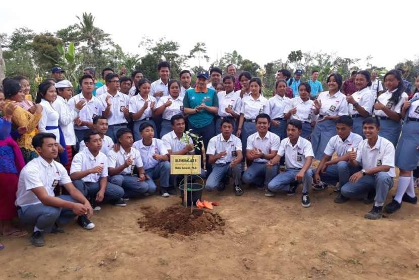 Pusat penelitian biologi tropika Asia Tenggara, Seameo Biotrop bekerja sama dengan Kementerian Pendidikan memperbanyak pengimplementasian Program Sekolah Mandiri Produksi Sayuran dan Buah Edukasi (Smarts-Be). Sekitar 30 Sekolah Menengah Kejuruan (SMK) bidang agribisnis dan agroteknologi seluruh Indonesia menjadi sasaran kegiatan tahap pertama.