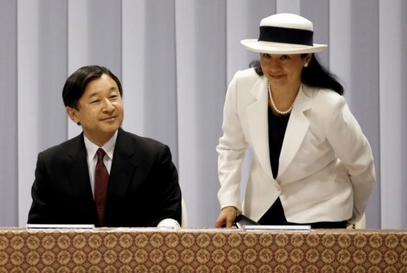 Putra Mahkota Jepang Naruhito bersama istrinya Masako di Tokyo, Jepang.