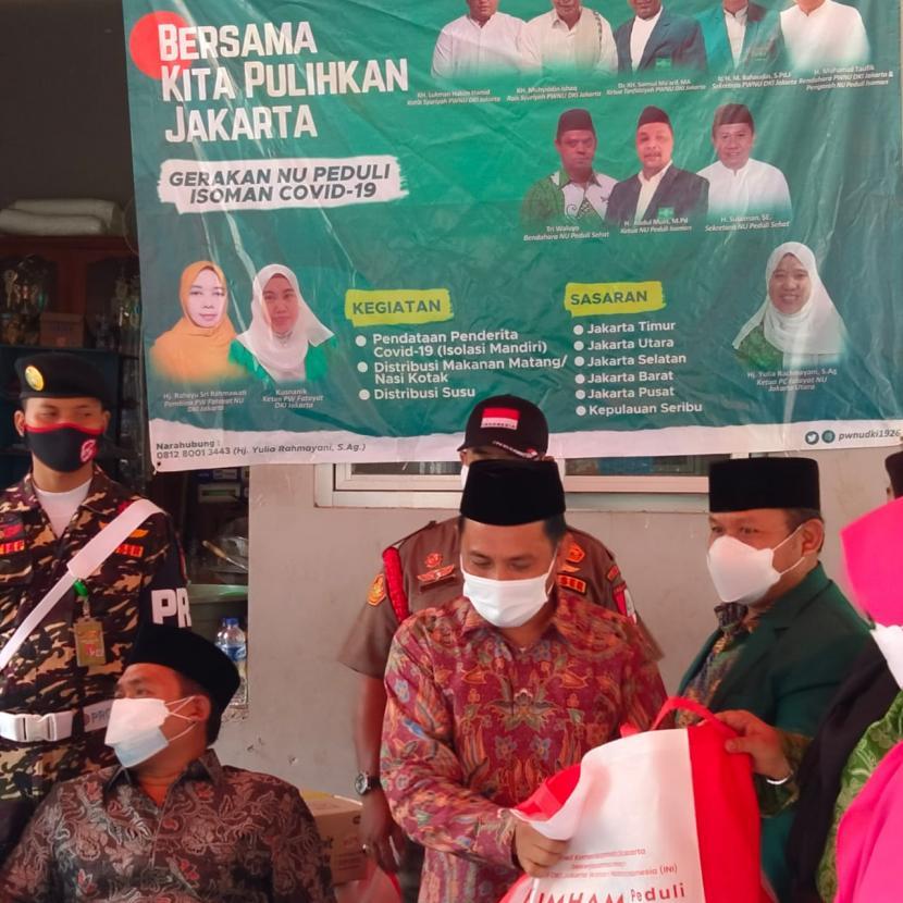 PWNU DKI Jakarta mengadakan rumah isoman dan dapur umum untuk memberikan makanan kepada pasien isoman dalam sebuah gerakan yang dinamakan Gerakan NU Peduli Isoman Covid-19.