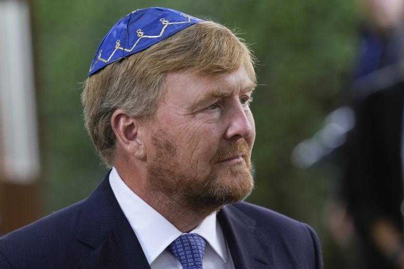 Raja Willem-Alexander tiba untuk membuka monumen baru di jantung Kawasan Yahudi bersejarah Amsterdam pada Minggu, 19 September 2021, untuk menghormati 102.000 korban Holocaust Belanda.