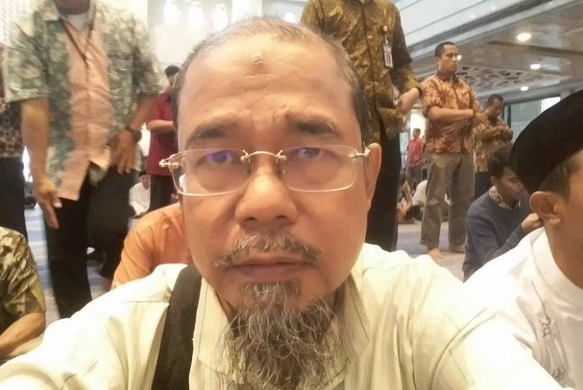 Lecturer in the Department of Philosophy, Faculty of Humanities of University of Indonesia (FIB UI), Rocky Gerung.