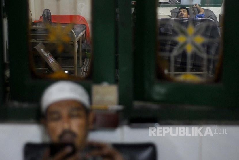 RANA: Beberapa pasien harus menginap di tempat pijat tulang Haji Naim