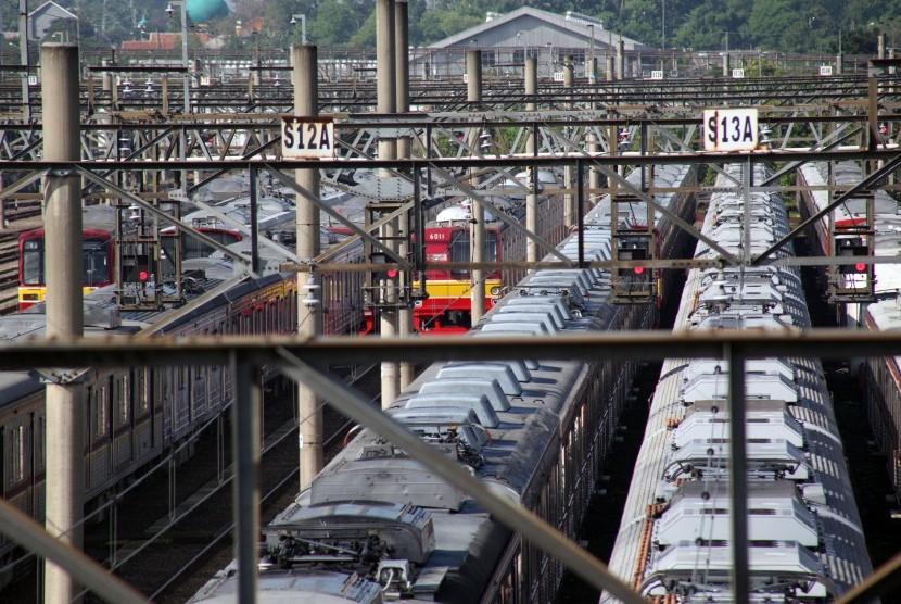 Rangkaian KRL Commuterline terparkir di Dipo Depok, Depok, Jawa Barat, Rabu (3/4/2019).