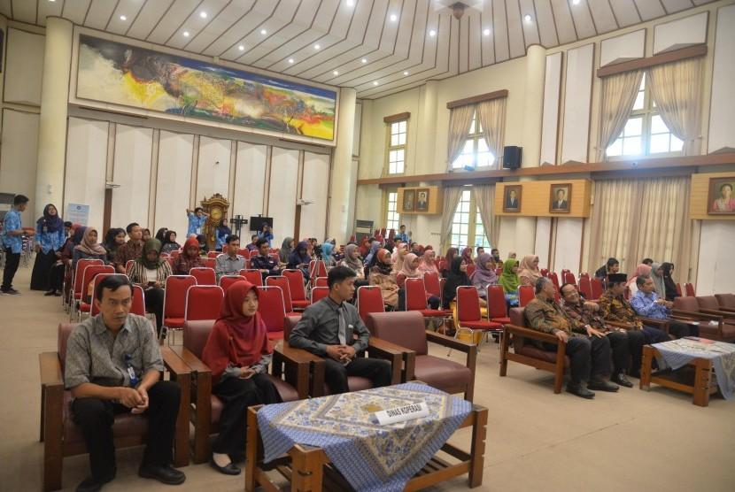 Rapat Anggota Tahunan (RAT) Koperasi Mahasiswa (Kopma) Universitas Negeri Yogyakarta (UNY) di Rektorat UNY.