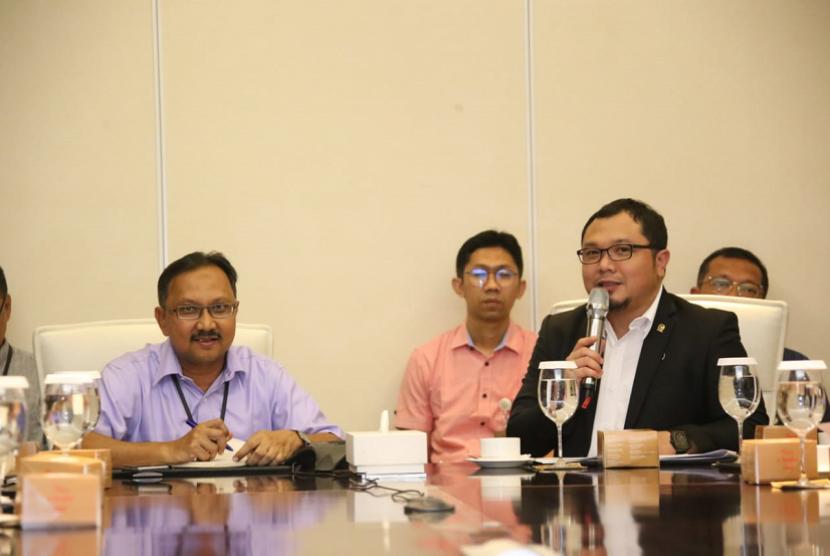 Rapat antara Komite II DPD RI bersama Vice President Retail Fuel Marketing PT Pertamina, Jumali, dan Vice President Stakeholders Relations Tengku Mirasfi, Selasa (4/9).
