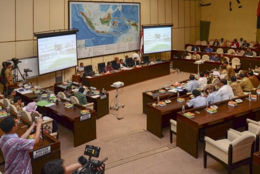 Rapat kerja Komisi II dengan Kemenhumham, Senn (16/10).