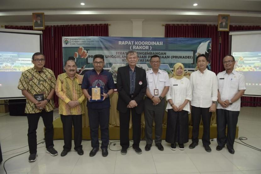 Rapat Koordinasi Strategi Pengembangan Produk Unggulan Kawasan Perdesaan (Prukades) Komoditas Jagung, di Hotel TC Damhil UNG Gorontalo, Rabu (7/8).