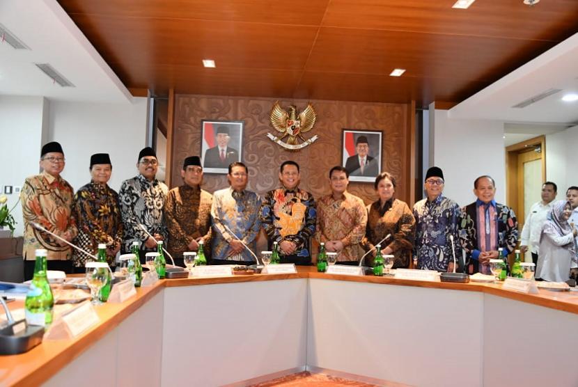 Rapat perdana Pimpinan MPR di Gedung Nusantara III, Lantai 9, Kompleks Parlemen Jakarta, Rabu (9/10).