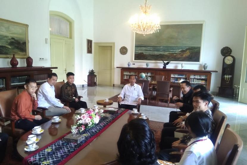 Rapper asal Indonesia, Rich Brian, diundang Presiden Jokowi ke Istana Bogor, Ahad (7/7).