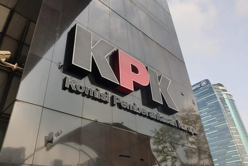 Logo Komisi Pemberantasan Korupsi (KPK) di Gedung Merah Putih, Jakarta Selatan.