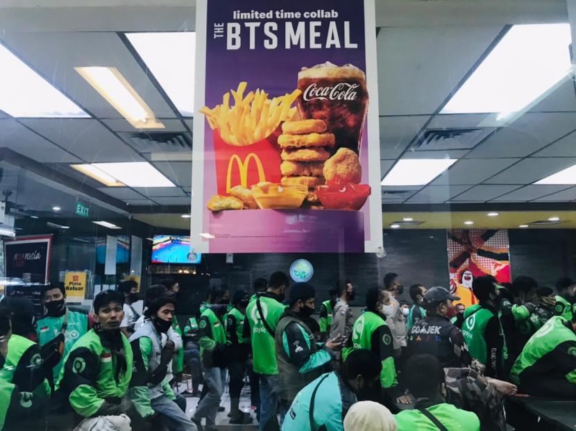McDonald's : Ojek Mengantri