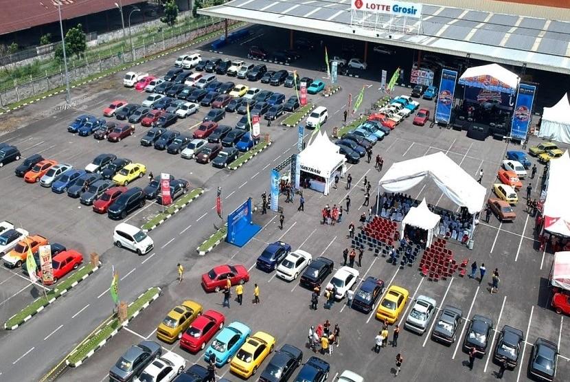 Ratusan pecinta sedan Toyota Great Corolla yang tergabung dalam Great Corolla Club (GCC) Indonesia dari berbagai daerah di Indonesia berkumpul dalam ajang Jambore Nasional ke 3 GCC Indonesia di Medan, Sabtu (3/8).
