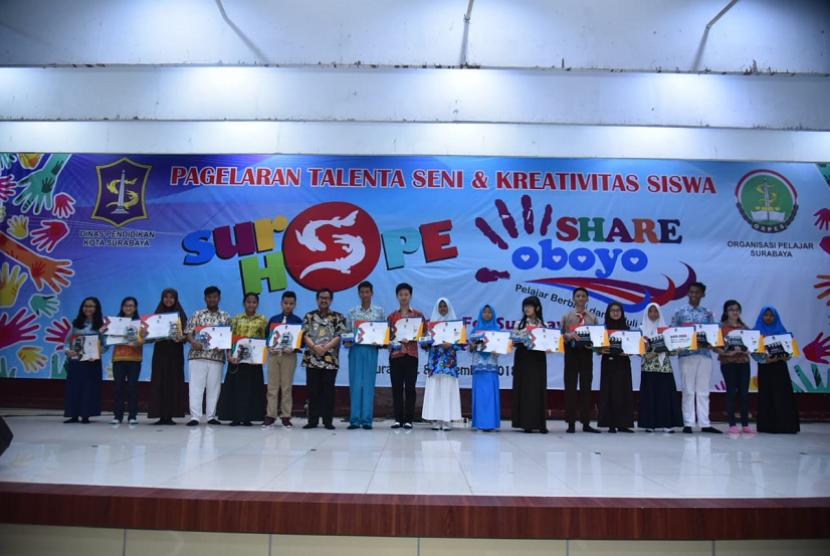 Ratusan Pelajar Surabaya Ikuti Pagelaran Talenta Seni