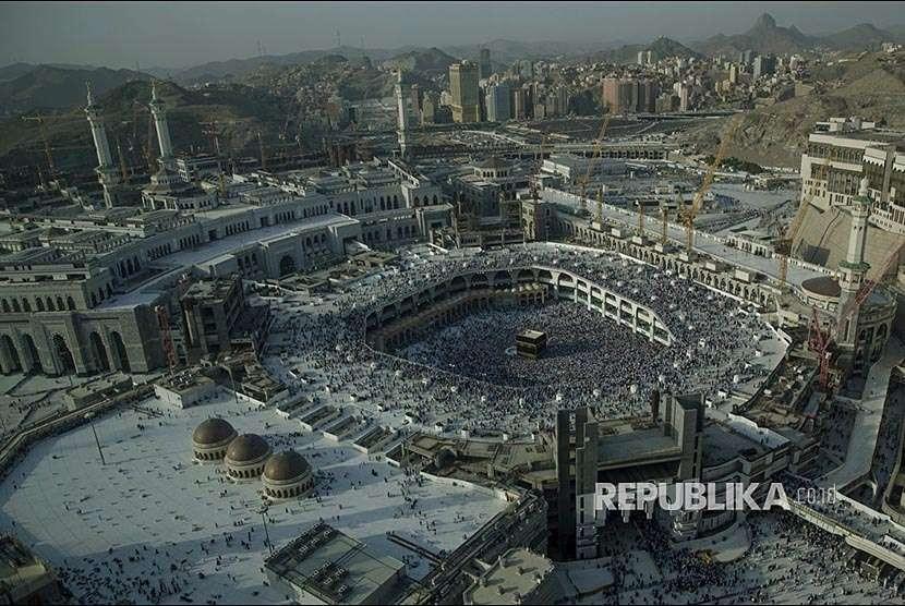 Ratusan ribu jamaah haji dari berbagai negara melaksanakan tawaf wada di Masjid al-Haram, Makkah, Kamis (23/8) waktu setempat. Selanjutnya, mereka berangsur-angsur akan kembali ke tanah air masing.