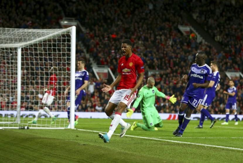 Reaksi Marcus Rashford dari Manchester United saat gagal mencetak gol ke gawang Anderlecht dalam seperempat final Liga Europa leg kedua di Manchester, Inggris, 20 April 2017.