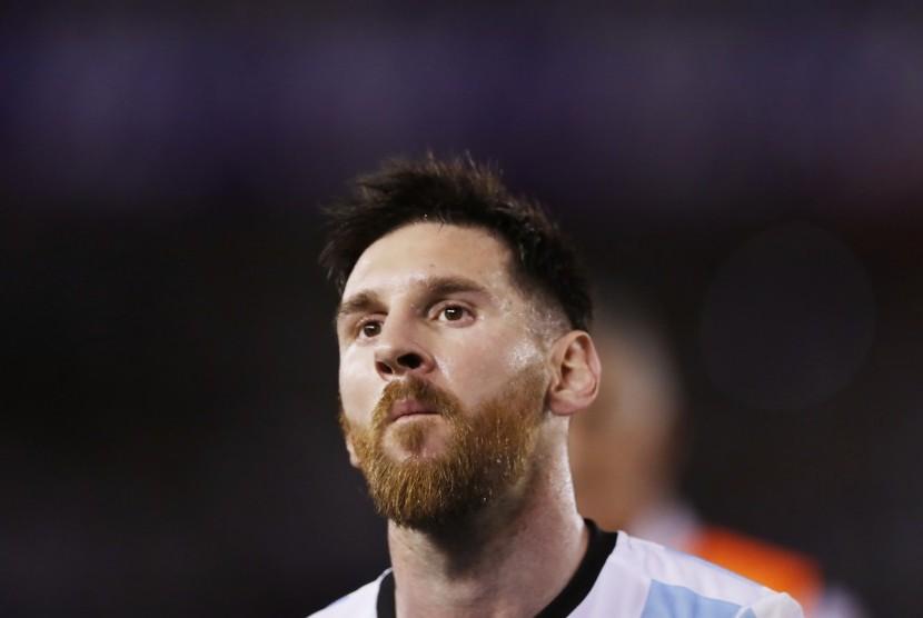 Reaksi striker timnas Argentina, Lionel Messi pada laga kualifikasi Piala Dunia 2018 lawan Cile di Buenos Aires, Jumat (24/3). Argentina menang 1-0.