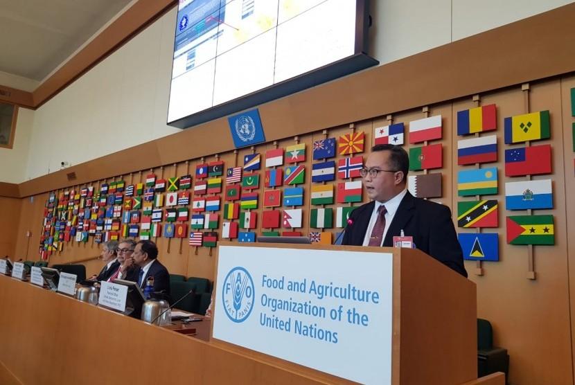 Rektor Institut Pertanian Bogor (IPB), Arif Satria, memaparkan konsep IPB tentang Agromaritim 4.0 dan 25 inovasi digital karya dosen dan mahasiswa IPB baik kepada Food Agriculture Organization (FAO) Roma.