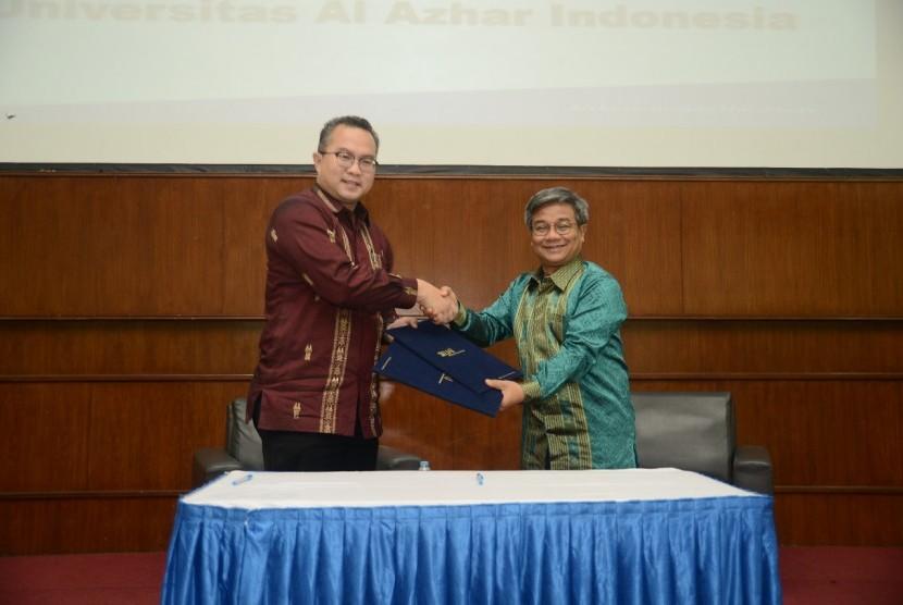 Rektor IPB Arif Satria (kiri) dan Rektor Universitas Al Azhar Indonesia (UAI) Asep Saefuddin.