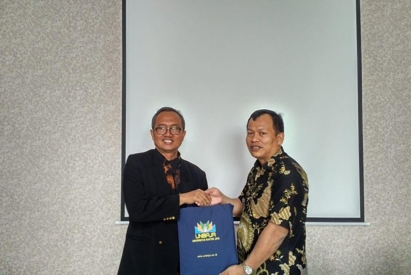 Rektor UNBAJA Sudaryono, didampingi wakil rektor dan jajaranya, menerima kunjungan dari UPI Serang. Rombongan yang dipimpin oleh Direktur UPI Kampus Serang, H. Herli Salim juga diampingi oleh tim prokasih.
