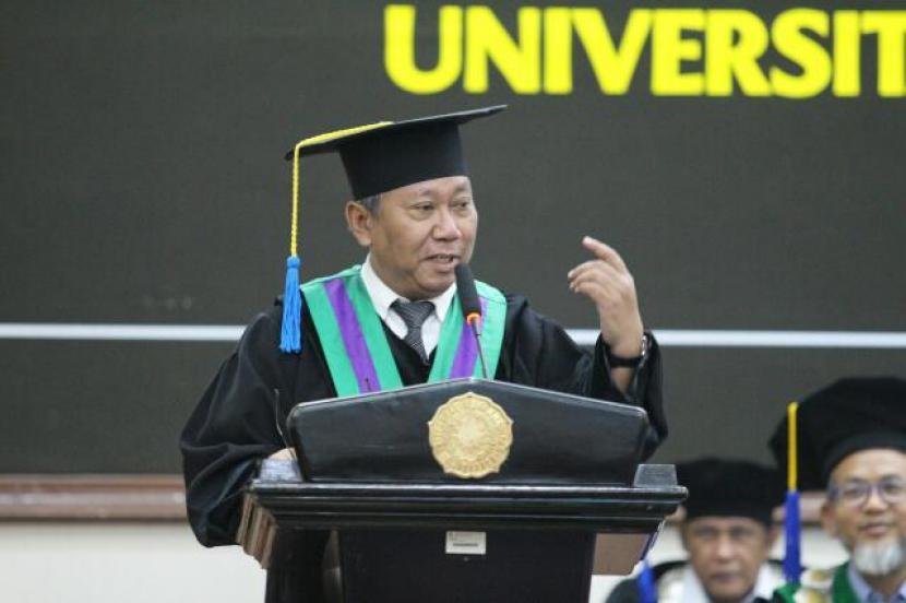 Rektor Universitas Muhammadiyah Surakarta (UMS). Sofyan Anif.
