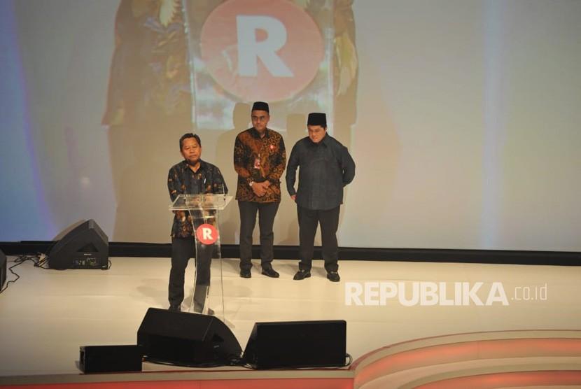 Rektor Universitas Pendidikan Muhammadiyah (Unimuda) Sorong Rustamadji menerima anugerah Tokoh Perubahan Republika 2018 yang diserahkan oleh Kepala Bekraf Triawan Munaf di Jakarta, Rabu (24/4) malam.