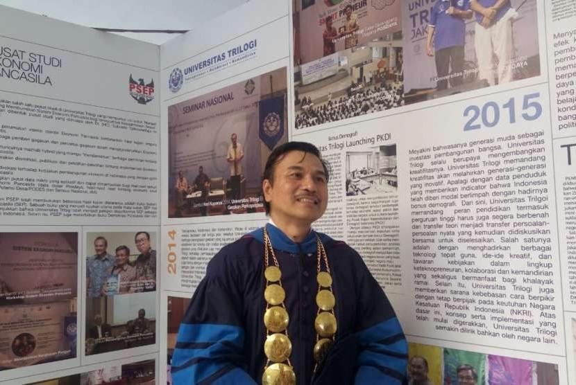 Rektor Universitas Trilogi Aam Bastaman pada kegiatan Upacara Pelantikan Mahasiswa Baru (UPMB) di Universitas Trilogi, Kalibata Jakarta, Kamis (13/9).