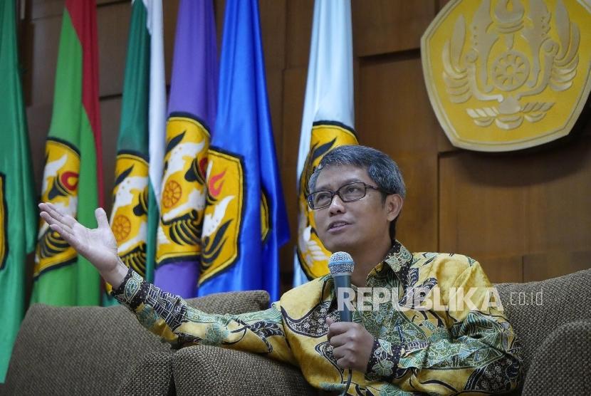 Rektor Unpad Prof. Dr. med. Tri Hanggono Achmad