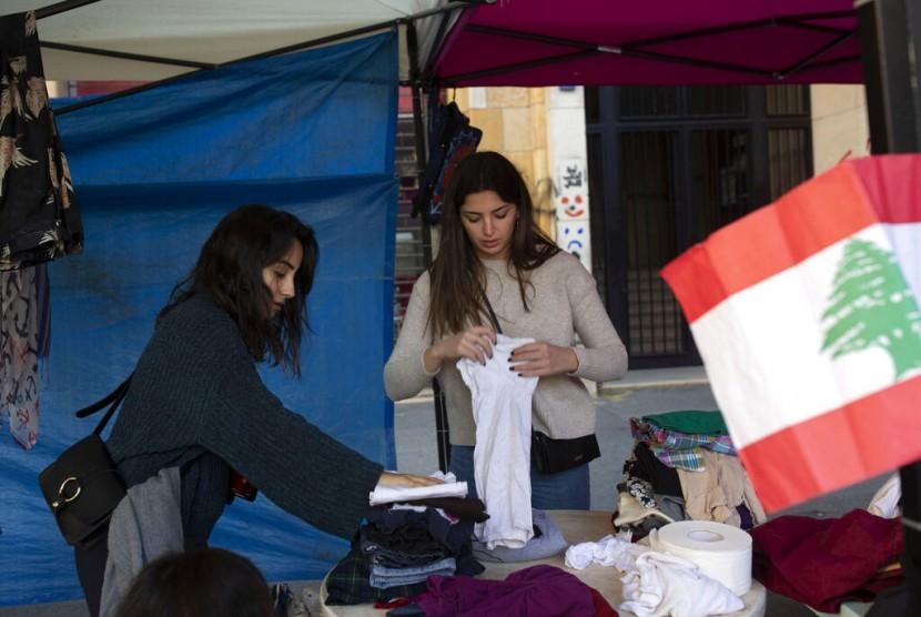 Warga Lebanon Saling Bantu Hadapi Krisis