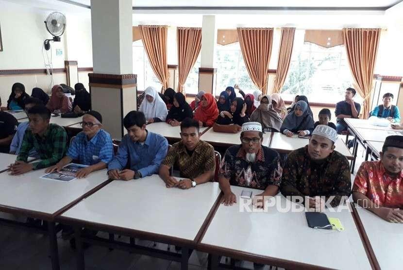 Relawan Prabowo-Sandi Sumbar menyatakan siap menyambut Neno Warisman dalam deklarasi relawan pada Sabtu (24/9) mendatang.