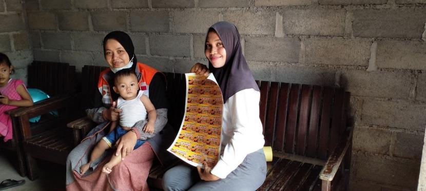 Relawan Rumah Zakat berkesempatan untuk berkunjung kepada salah seorang penerima manfaat yang selama ini dibina, namanya adalah Nur Azizah Ekawati pada Ahad (13/6). Ia merupakan seorang penjual jamu tradisional. Saat ini, Wanita yang biasa disapa Ika ini sudah berusia 30 tahun dan dikarunai 2 orang anak.