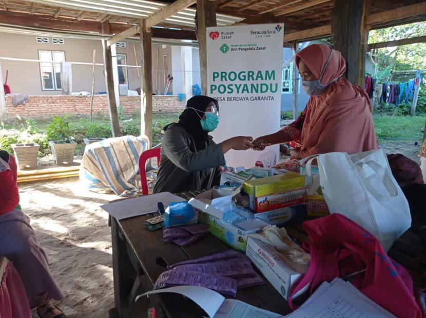Relawan Rumah Zakat desa berdaya Garanta, Kecamatan Ujung Loe, Kabupaten Bulukumba kembali melaksanakan Posyandu lansia (Ramah Lansia) di Padange Dusun Tanru Tedong bersama Bidan Desa garanta, Selasa (14/9).