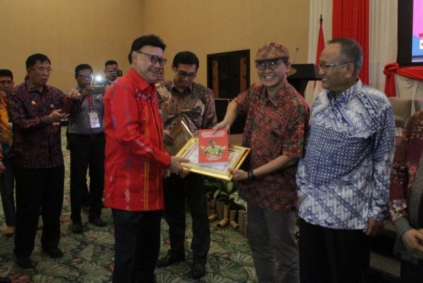 Rembuk Nasional Gerakan Indonesia Bersatu.