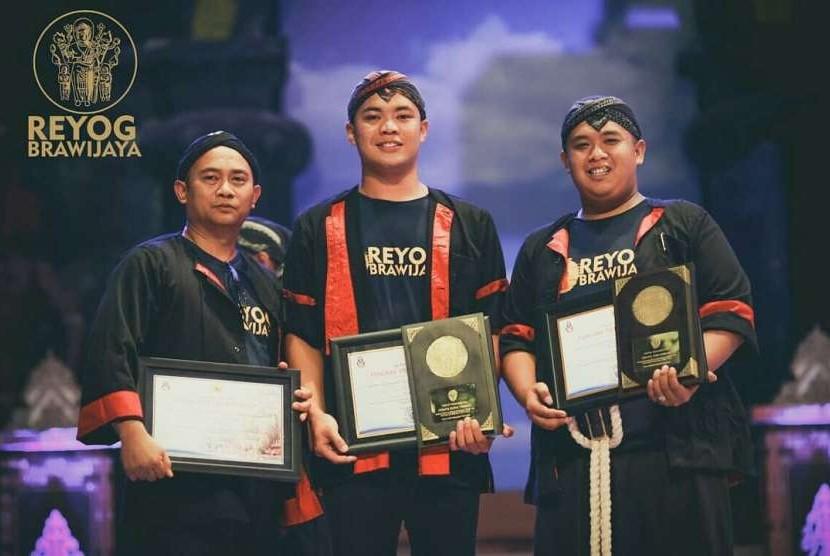 Reog Universitas Brawijaya (UB) menyabet penghargaan juara umum dalam Festival Nasional Reyog Ponorogo XXV 2018.